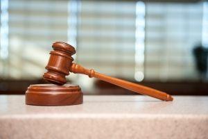 Marteau de justice des tribunaux de proximité